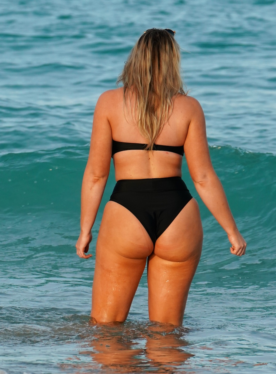 Iskra lawrence booty
