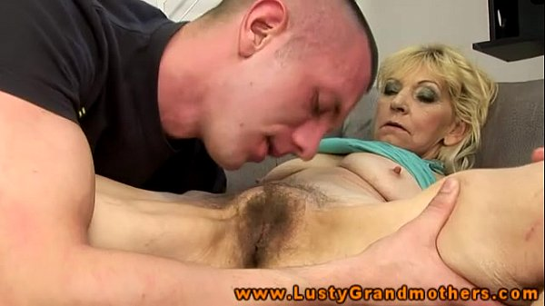 Mature getting pussy lick