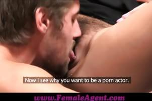 Women and men licking pussy